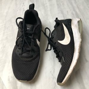 Nike Air Athletic Shoes 7.5
